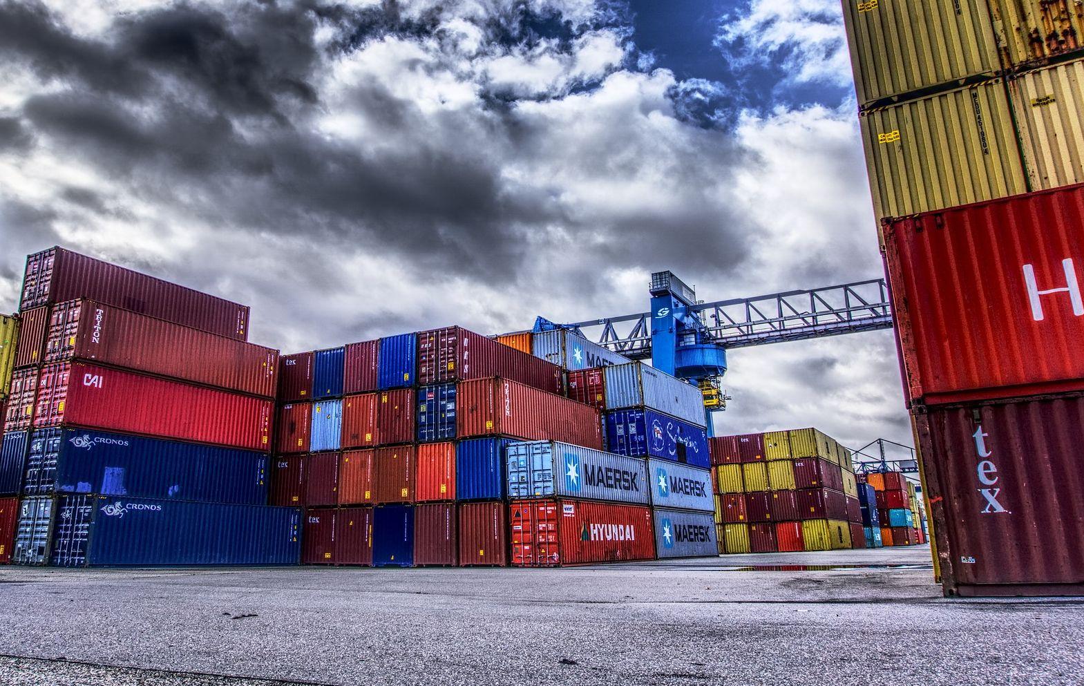 Sklad přepravních kontejnerů